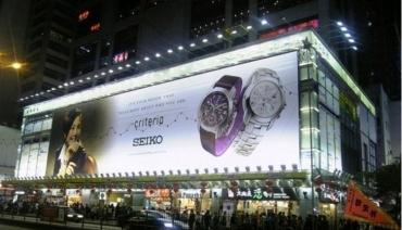 Thương hiệu được nâng cao nhờ biển quảng cáo đồng hồ đẹp và đẳng cấp
