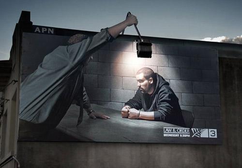 biển quảng cáo luật ấn tượng